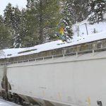 走っている電車の上をスノーボードで飛んでます!「Trevor Jacob jumps moving train」(動画あり)