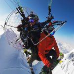 パラモーターからのエアードロップが斬新すぎる「Alaskan Airdrop with Xavier De Le Rue」