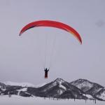栂池高原 パラグライダーとスキーが融合した「パラグライダートーイング」を開始