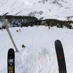 まさに鳥人間!雪山をものすごい勢いで飛びながら滑り降りるスキーヤー