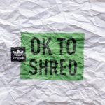 春の雪山でジビング「adidas Snowboarding | OK to Shred」